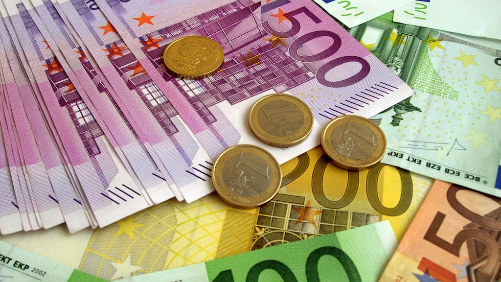 Money-euro-banknotes-coins-wallpaper-HD
