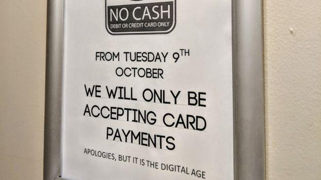 İngiliz zincir restoranlar nakit kullanımından vazgeçiyor